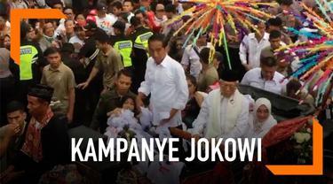 Capres Cawapres Jokowi-Ma'ruf diarak kereta kencana saat berkampanye di Tangerang, Banten. Keduanya berkampanye di Tangerang untuk menaikkan suara di Banten.