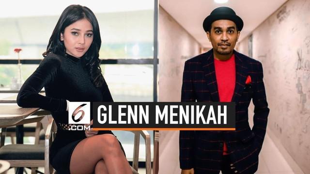 Glenn Fredly menggelar pesta pernikahannya dengan pedangdut Mutia Ayu di Taman Kajoe, Jakarta Selatan pada Senin, (19/8/2019). Acara itu berlangsung tertutup hanya dihadiri keluarga dan teman terdekat.