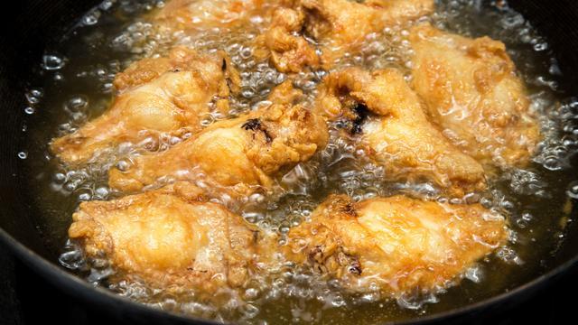 Menggoreng Ayam