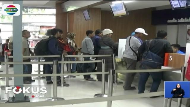 Penjualan tiket juga dilakukan lewat online untuk perjalanan ke Jawa Barat, Jawa Tengah, dan Jawa Timur.