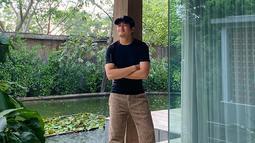 Memulai karirnya di dunia hiburan Tanah Air sejak belia, pria 21 tahun ini sangat pandai menjaga penampilan. Kini ia pun telah dipercaya untuk menjadi bintang iklan beberapa produk besar di Indonesia. (Liputan6.com/IG/randymartinnn)