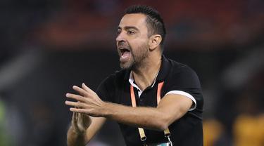 Mantan bintang Barcelona yang kini melatih klub Qatar Al Sadd diisukan akan menangani Barcelona musim depan menggantikan Ronald Koeman seiring habisnya kontrak di Al-Sadd pada 30 Juni ini. Sumber tepercaya menyebut, Xavi segera memperpanjang kontraknya hingga 2023. (AFP/Karim Jaafar)