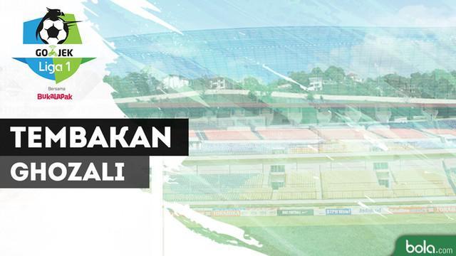 Berita video dua momen tembakan yang tak terduga dari pemain Persib Bandung, Ghozali Siregar, saat menghadapi Persipura Jayapura dalam lanjutan Gojek Liga 1 2018 bersama Bukalapak, Senin (15/10/2018).
