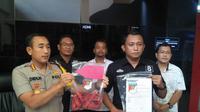 Barang bukti yang menguatkan Polresta Palembang ubah status pelaku AS menjadi tersangka penganiayaan siswa di SMA Taruna Indonesia Palembang (Liputan6.com / Nefri Inge)