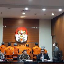 KPK menetapkan Bupati Kutai Timur dan istrinya sebagai tersangka kasus proyek insfrastruktur. (Fachrur Rozie/Liputan6.com)