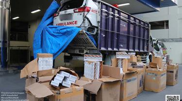 Ratusan Ribu Batang Rokok Ilegal Diselundupkan di Dalam Mobil Ambulance Rusak