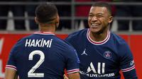 Kylian Mbappe menjadi aktor kemenangan PSG pada pekan keempat Liga Prancis musim 2021/2022 yang berlangsung di Markas Stade de Reims, Stade Ausguste Delaune. Bintang muda Prancis tersebut berhasil mencetak brace atau dua gol dalam satu pertandingan. (Foto: AFP/Franck Fife)