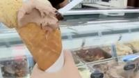 Berkunjung ke Italia kurang pas jika tidak mencicipi es krim gelato di salah satu kedai di Milan.