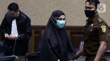FOTO: Jaksa Pinangki Sirna Malasari Divonis 10 Tahun Penjara