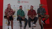 Legenda Liverpool Roy Evans, Jason McAteer, Gary McAllister, Patrik Berger hadir pada acara LFC World di Mal Taman Angrek, Jakarta (08/03/2018). (Bola.com/Nick Hanoatubun)