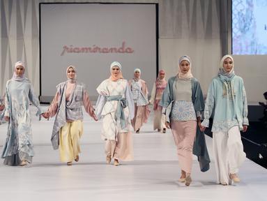 Desainer Ria Miranda kembali mempersembahkan acara tahunannya yang berjudul The Fifth riamiranda Annual Trunk Show 2018. Perhelatan tahun ini diadakan di Ritz Carlton Ballroom Pacific Place, Jakarta. (Liputan6.com/Pool/Ria Miranda)