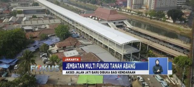 Fondasi jembatan multifungsi Tanah Abang telah berdiri kokoh. Meski demikian, masih banyak proses pengerjaan yang harus dikebut.