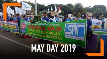 Jelang aksi demo buruh yang jatuh pada 1 Mei atau May Day, pantauan Liputan6.com, Rabu (1/5), seluruh jalan menuju Istana Negara ditutup. Lalu lintas pun dialihkan ke jalur alternatif sekitar.