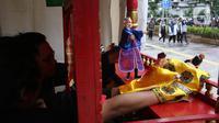 Dalang memainkan wayang potehi di Taman Budaya Dukuh Atas, Jakarta, Jumat (7/2/2020). Pagelaran pertunjukan wayang Tionghoa ini merupakan rangkaian kebudayan imlek yang di gelar oleh Pemprov DKI Jakarta. (Liputan6.com/Angga Yuniar)