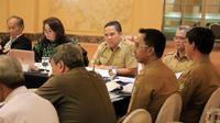 Wali Kota Tangerang H. Arief R. Wismansyah menyampaikan paparannya pada acara penilaian pelaksanaan program Adipura Kencana periode tahun 2017 - 2018.