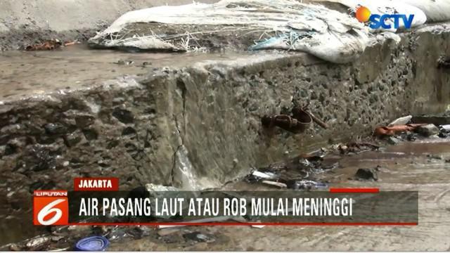 Terbiasa dengan banjir rob, warga Kampung Muara Baru sudah mengantisipasinya. Dokumen berharga akan disimpan di lantai 2 rumahnya.