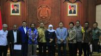 Anggota DPR RI bertemu Gubernur Jawa Timur Khofifah Indar Parawansa dan Forkopimda Jatim pada Rabu 21 Agustus 2019. (Foto:Liputan6.com/Dian Kurniawan)