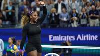 Petenis Amerika Serikat, Serena Williams melakukan selebrasi seusai mengalahkan petenis Ukraina, Elina Svitolina pada babak semifinal AS Terbuka 2019 di USTA Billie Jean King National Tennis Center, Rabu (5/9/2019). Serena menang tanpa kesulitan dua set langsung, 6-3, 6-1. (AP/Eduardo Munoz Alvarez)
