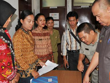 Citizen6, Tulang Bawang Barat: Bupati Bachtiar Basri melakukan inspeksi mendadak ke lingkup Pemerintah Kabupaten Tulang Bawang Barat. (Pengirim: Humas TBB)
