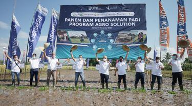 Direktur Utama Pupuk Indonesia Bakir Pasaman saat melakukan pencanangan program Agro Solution