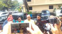 Edwin Hitipeuw (37) dan Lauren Paliyama (31), pelaku pengeroyokan Hermansyah dibekuk satuan gabungan kepolisian di Sawangan, Depok, Rabu (12/7/2017) dini hari (Liputan6.com/Apriana Nurul Aridha)