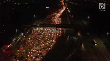 Kepadatan Kendaraan di Gerbang Tol Cikarang Utama