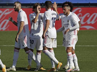 Real Madrid berpesta gol saat menjamu Huesca pada laga lanjutan Liga Spanyol di Estadio Alfredo Di Stefano. Karim Benzema yang tampil agresif mencetak dua gol dan membawa Real Madrid menang 4-1 atas Huesca. (AP Photo/Manu Fernandez)