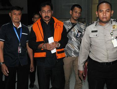 Gubernur Kepri Nurdin Basirun Kenakan Baju Tahanan KPK