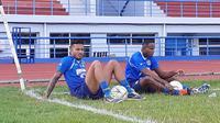 Dua pemain asal Brasil, Wander Luiz dan Joel Vinicius, menjalani seleksi di Persib. (Bola.com/Erwin Snaz)