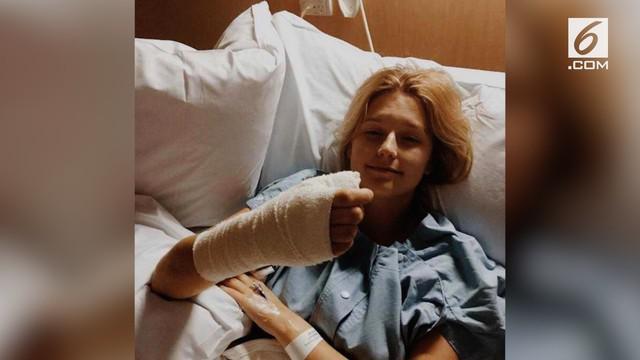 Kerap di-bully di sekolah, Courtney Whithorn menggigiti kukunya sebagai pelarian. Namun, akibat kebiasaan buruknya itu, ia harus merelakan ibu jarinya diamputasi karena terkena kanker langka.