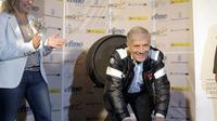 Giacomo Agostini menilai insiden MotoGP Malaysia 2015 terjadi lantaran Valentino Rossi kehilangan akal sehat.(EPA/Victor Lopez)