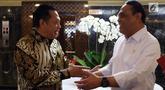 Menpan RB Syafruddin (kanan) usai menemui Ketua DPR Bambang Soesatyo di Gedung Nusantara III Komplek Parlemen Senayan, Jakarta, Selasa (23/7/2019). Menpan menyampaikan kepada Ketua DPR Bamsoet saat ini ada 97 lembaga dalam pemerintahan Jokowi-JK yang terkena akuisisi. (Liputan6.com/Johan Tallo)