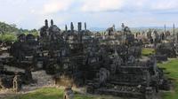 Berbagai ukiran nisan yang berada di Kompleks Makam Raja dan Hadat Banggae. (dok. majenekab.go.id)