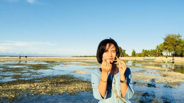 Karyawan Bank Cantik Ini Tak Henti Promosikan Keelokan Pulau Sumba
