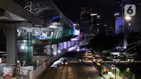 Kendaraan melintas di Jalan Rasuna Said, Jakarta, Selasa (7/4/2020). Pemprov DKI Jakarta bakal menetapkan status Pembatasan Sosial Berskala Besar (PSBB) per Jumat, 10 April 2020 mendatang. (Liputan6.com/Helmi Fithriansyah)