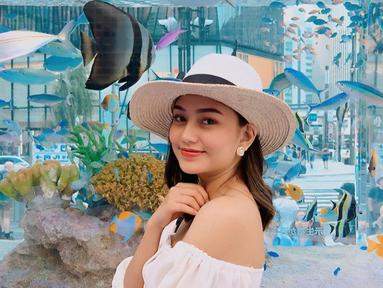 Gadis muda Dara Arafah yang masih berusia 19 tahun menjadi sosok selebgram yang sedang menjadi perbincangan baru-baru ini. Perseteruannya dengan Lucinta Luna di media sosial masih berlanjut dan diikuti banyak netizen. (Liputan6.com/IG/@daraarafah)