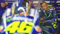 Direktur Movistar Yamaha, Massimo Meregalli, menilai Valentino Rossi seharusnya mendapatkan podium karena sudah tampil maksimal pada MotoGP Italia di Sirkuit Mugello. (EPA/Luca Zennaro)