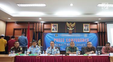 Kepala Kantor Imigrasi Jakarta Pusat Is Edy Eko Putranto memberikan keterangan dalam konferensi pers terkait penangkapan tiga WNA yang diduga terjerat kasus prostitusi di bawah umur di Kantor Imigrasi Kelas I Non TPI Jakarta Pusat, Kamis (8/8/2019). (Liputan6.com/Immanuel Antonius)