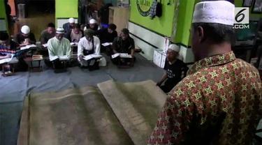 Sebuah Alquran raksasa masih berada di Indonesia. Alquran tersebut merupakan warisan leluhur dari Turki.