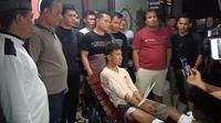 UP ditangkap anggota Polres Muara Enim dan Polsek Gelumbang usai membunuh FR (Dok. Humas Polres Muara Enim / Nefri Inge)