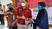 Menteri Sosial (Mensos) Juliari P Batubara meninjau pelaksanaan penyaluran Bantuan Sosial Tunai (BST) di Solo, Jawa Tengah. (Ist)