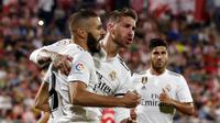 Para pemain Real Madrid merayakan gol ke gawang Girona pada laga La Liga di Stadion Municipal de Montilivi, Girona, Minggu (26/8/2018). (AFP/Pau Barrena Capilla)