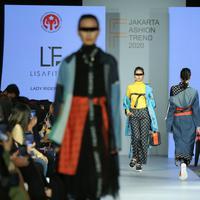 Lisa Fitria menampilkan koleksi Lady Rider vol. 3 | Daniel Kampua/Fimela.com