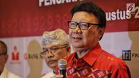 Menteri Dalam Negeri Tjahjo Kumolo memberikan keterangan terkait deklarasi Menjaga Kedaulatan Data Kependudukan di Jakarta, Rabu (15/8). Deklarasi tersebut sebagai komitmen dukungan integritas pemanfaatan data kependudukan. (Liputan6.com/Faizal Fanani)