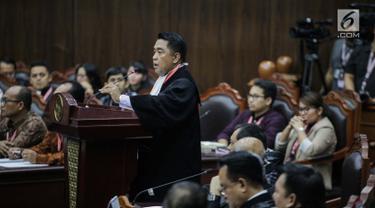 Ketua Kuasa Hukum KPU untuk Pilpres, Ali Nurdin memberikan keterangan dalam sidang sengketa Pilpres 2019 di Gedung MK, Jakarta, Selasa (18/6/2019). Sidang tersebut beragendakan mendengarkan jawaban dari termohon. (Liputan6.com/Faizal Fanani)