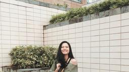 Dalam potretnya sehari-hari, meskipun sedang tampil dengan gaya kasual, namun Hanggini tetap nampak stylish. Maka tak heran jika ia kini tengah digandrungi sebagai idola kaum milenial. (Liputan6.com/IG/hanggini)