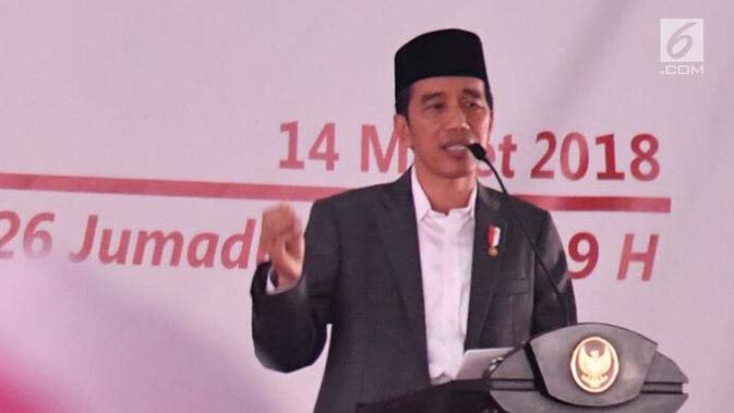 Presiden Joko Widodo atau Jokowi memberi sambutan saat meresmikan Bank Wakaf Mikro di Serang, Banten, Rabu (14/3). Ini merupakan program pemberian aset-aset negara kepada baik ormas, pesantren, atau individu. (Liputan6.com/Pool/Biro Setpres)