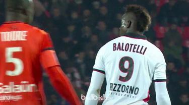 Terlihat dari tayangan, mulut Balotelli menghina wasit dengan kata kasar dan berbuah kartu merah. (BallBall Video)