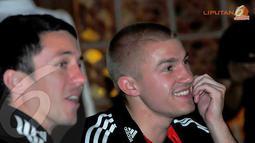 Taylor Kemp tampak tersenyum saat mendengar paparan dari Erik Tohir selaku pemilik klub asal Amerika Serikat, DC United (Liputan6.com/Faisal R Syam)
