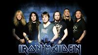 Band heavy metal, Iron Maiden mempersembahkan sebuah lagu berjudul Tears of A Clown di album terbaru untuk mendiang Robin Williams.